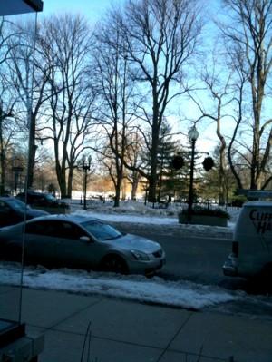Bostonは雪が、私の背くらい積もっています。