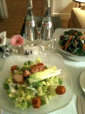 チキンサラダで夕食