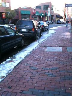 雪が残るはハーバードスクエア